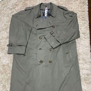 Burberry Coat Gray Men size:44 R okay condition
